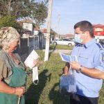 08:23 Țânțăreni: Măști de protecție și pliante, distribuite de polițiști