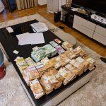 10:46 RECORD! Sumă de 1 milion de euro, confiscată de polițiștii gorjeni