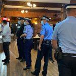 """14:35 Verificări anti-COVID. Terasele, piscinele, târgurile din Gorj """"călcate"""" de poliţişti"""