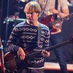 Basistul trupei Maroon 5, arestat pentru violenţă domestică