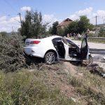 17:07 FOTO. Bărbat din Fărcășești, rănit după ce a intrat cu mașina într-un parapet