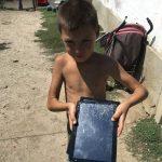 Copiii au spart tabletele pentru școală. Primarul Bârcă: Le dăm altele