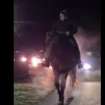 18:09 Primarul reales din Drăguțești, victorios pe un cal prin comună!