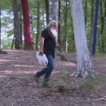 Autorități indiferente! Țopescu strânge gunoaiele din Pădurea Colorată