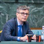 15:37 Virgil Popescu: Putem să trecem de la cărbune la regenerabile şi la gaze mult mai uşor cu Fondul pentru tranziţie justă