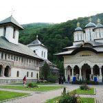 5 călugări, confirmați cu COVID-19. Mănăstirea Lainici ar putea intra în carantină