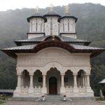 08:48 Focar de coronavirus la Mănăstirea Lainici? DSP Gorj a prelevat probe de la zeci de călugări