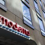 16:40 Compania Moderna cere autorizarea vaccinului său în Statele Unite şi în UE