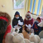 Masă caldă pentru zeci de copii din comuna Bălești