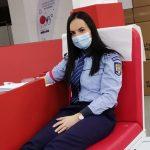13:30 Polițiștii din Turceni au donat sânge. Cu bonurile de masă cumpără alimente pentru nevoiași