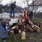 09:21 Pachete cu alimente și lemne de foc pentru nevoiașii din Motru
