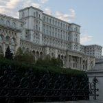 06:31 Românii îşi aleg, astăzi, cei 465 de parlamentari