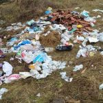 12:43 Grămezi de deșeuri în satul Ploștina. Primăria Motru: Poliția Locală va monitoriza zona și va aplica amenzi