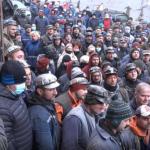 12:23 Minerii nu renunţă la protest, deşi ministrul a promis că salariile vor fi plătite