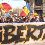 19:30 Proteste în Bucureşti şi în marile oraşe faţă de noile restricţii