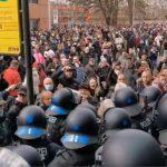 07:24 Proteste în mai multe orașe din Germania, față de restricțiile anti-Covid. Poliția a intervenit cu tunuri de apă