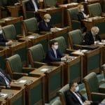 08:16 Senatul a abrogat legea PSD care interzice vânzarea acţiunilor deţinute de stat la companiile şi societăţile naţionale