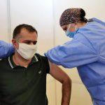 14:49 Primar, vaccinat cu ser din lotul AstraZeneca cu probleme, confirmat ulterior cu COVID-19