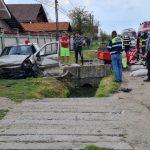 14:55 Plopșoru: A intrat cu mașina într-un cap de pod. Șoferul, la spital