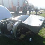 Grav accident la Plopșoru. Mașină retezată
