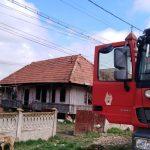 13:05 Incendiu la o locuință din Bălești. Bărbat cu arsuri pe aproape 40% din suprafața corpului