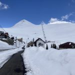 La schi în mijlocul primăverii. Strat de zăpadă de peste un metru la Rânca