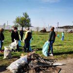 09:13 Sute de rovinăreni au făcut curățenie în oraș