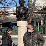 09:00 Bustul lui Eminescu, în zona pietonală a Târgu-Jiului