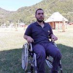 Tânăr în scaun cu rotile, angajat la cabinetul deputatului Pecingină