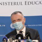 14:34 Cîmpeanu: Renunţarea la masca de protecţie în curtea şcolilor - la latitudinea conducerii