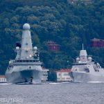 14:39 O navă rusească a tras focuri de avertisment asupra unui distrugător britanic din Marea Neagră