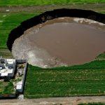 Groapă uriașă, cu diametrul de 60 de metri, apărută peste noapte în Mexic