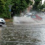 17:57 Avertizare meteo de vreme rea. Meteorologii anunță ploi torenţiale, vijelii şi grindină în toată țara