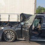 13:22 Femeie decapitată după ce maşina condusă de soţul său a intrat sub remorca unui TIR condus de un gorjean
