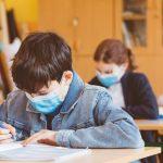 17:29 Elevii și studenții trebuie să poarte la ore măști de uz medical
