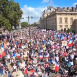 20:19 Zeci de mii de francezi, în stradă împotriva paşaportului sanitar