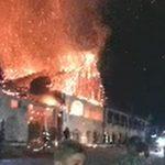 """Restaurantul """"Fântâna lui Coșbuc"""", mistuit de flăcări. Soția proprietarului, acuzații la adresa pompierilor: Nu au apă, e Jaleșul la 100 de metri!"""