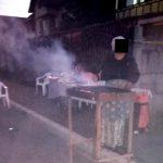 10:11 S-a apucat să facă grătar în mijlocul străzii