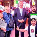 Poza cu Iohannis și maneliștii a devenit virală