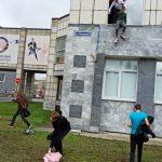 12:22 Atac armat la universitate. Studenții au sărit pe geam