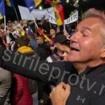 Dan Bittman, fără mască la protestul antivacciniştilor din Bucureşti